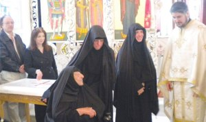 nuns-greek-monastery-li