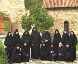 Nuns_of_Novo_Tikhvin_Monastery_in_Ekaterinberg