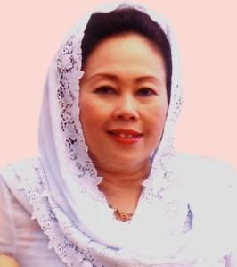 Sinta Nuriyah Wahid, istri mantan presiden dan pemimpin NU, Gus Dur, dengan gaya kerudungnya yang tidak berubah