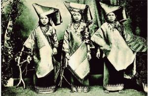 pakaian-wanita-minangkabau-abad-19masehi-abad-13hijrah